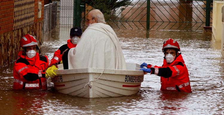 Hiszpania. Walczą z powodziami i koronawirusem jednocześnie