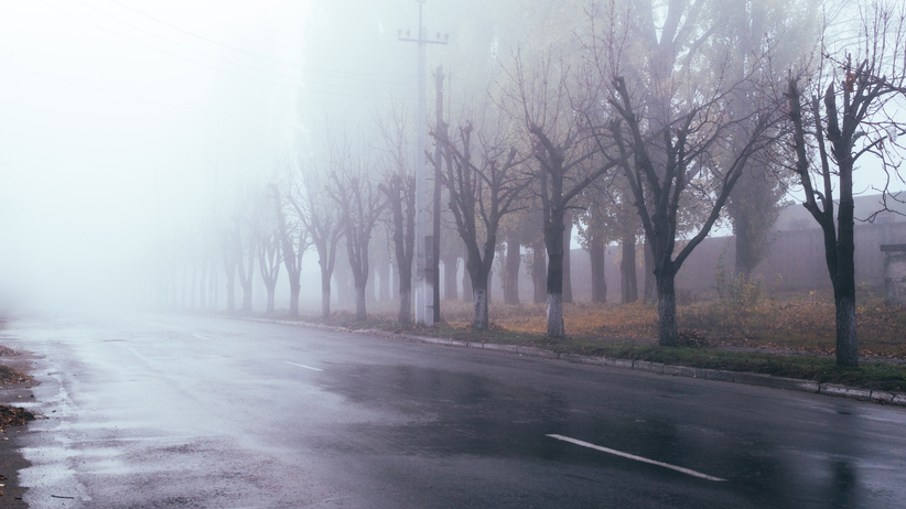 IMGW ostrzega przed silną mgłą. Może dojść do groźnych wypadków