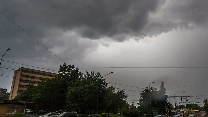 Uwaga, nadchodzą silne deszcze i gwałtowne burze. IMGW: zagrożonych 5 województw