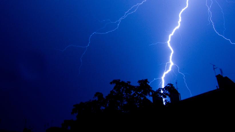 IMGW: W nocy burze z gradem w kilku regionach. Alerty hydrologiczne dla Wisły - Wiadomości