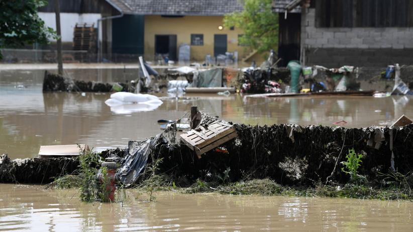 Nawałnice, powodzie i podtopienia w kolejnych regionach. IMGW wydaje ostrzeżenia