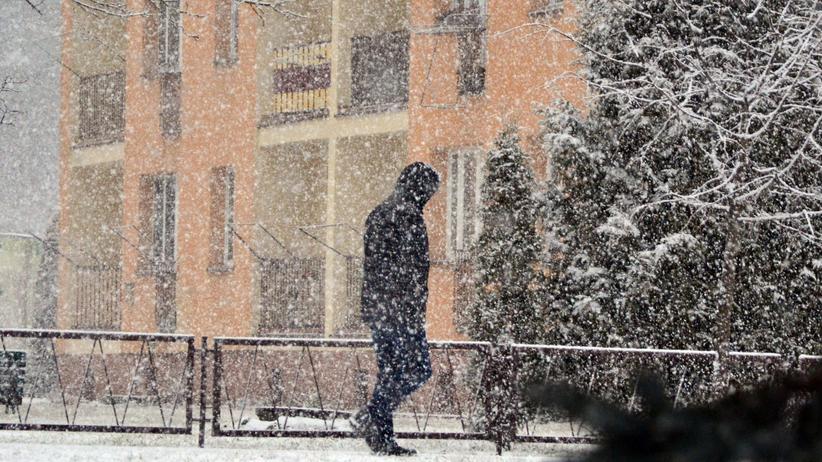 IMGW ostrzega. Gwałtowna śnieżyca i deszcze w kilku regionach