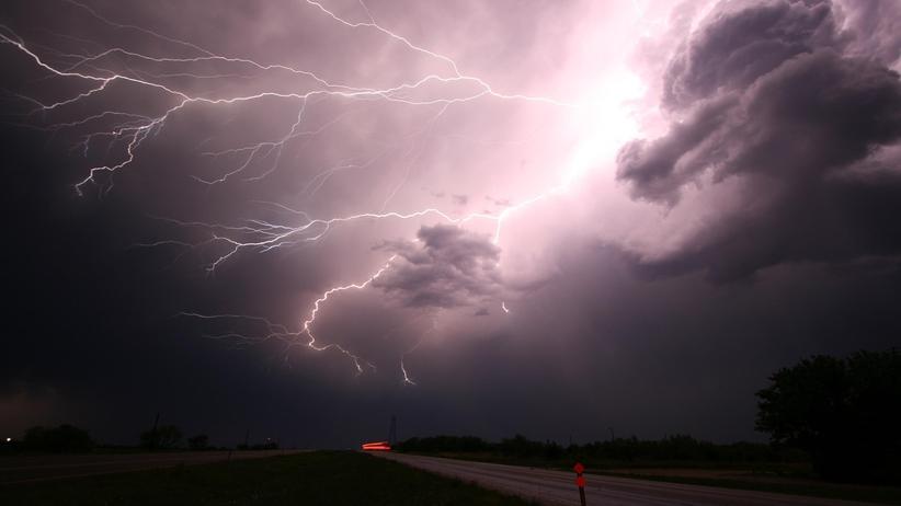 RCB ostrzega: Burze z porywistym wiatrem na wschodzie Polski