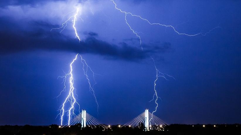 Pogoda i radar burz. Alert RCB działa całą noc. W piątek znowu upał i burze