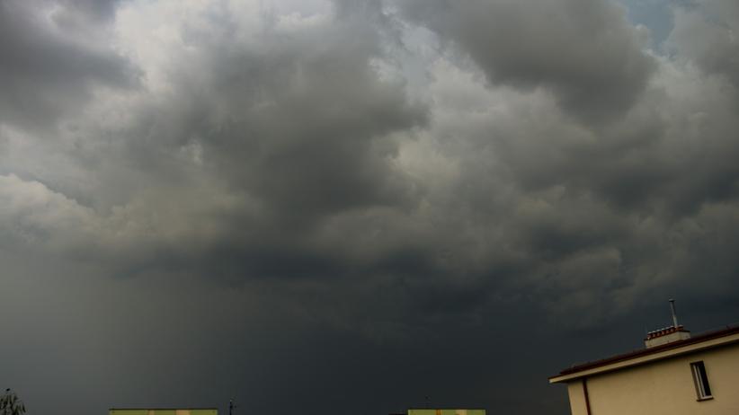 Pogoda. Burze i wiatr idą przez Polskę. Gdzie jest burza i orkan? [radar]
