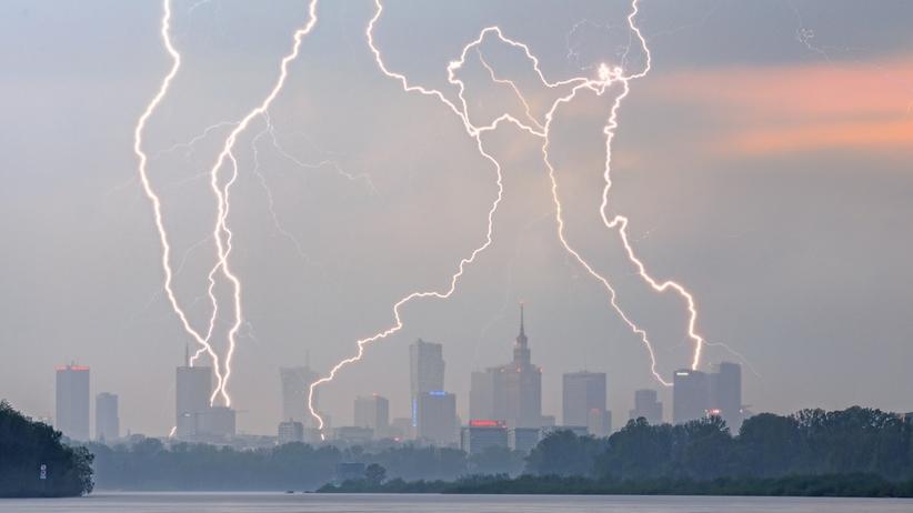 Pogoda. Radar burz. Alerty przed burzami z gradem dla 11 województw