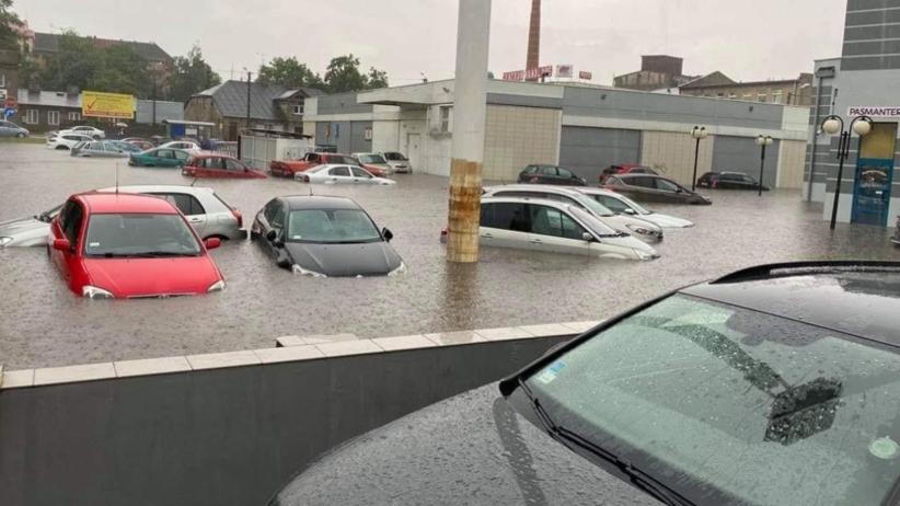Pogoda. Gdzie jest burza? Zgierz pod wodą. Nawałnica zalała ulice i szpital  - Wiadomości