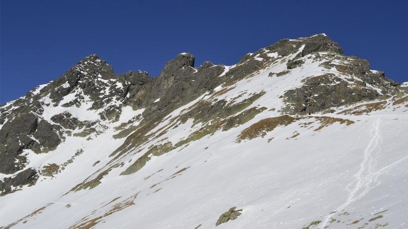 Śnieg w Zakopanem. W Tatrach TOPR ostrzega przed oblodzeniami