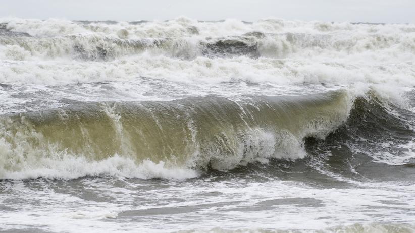 Pogoda. Wichury na północy kraju. IMGW ostrzega przed sztormem na Bałtyku