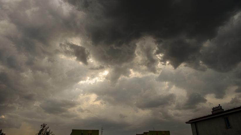 RCB ostrzega: Burze, grad i porywisty wiatr, aż do niedzieli