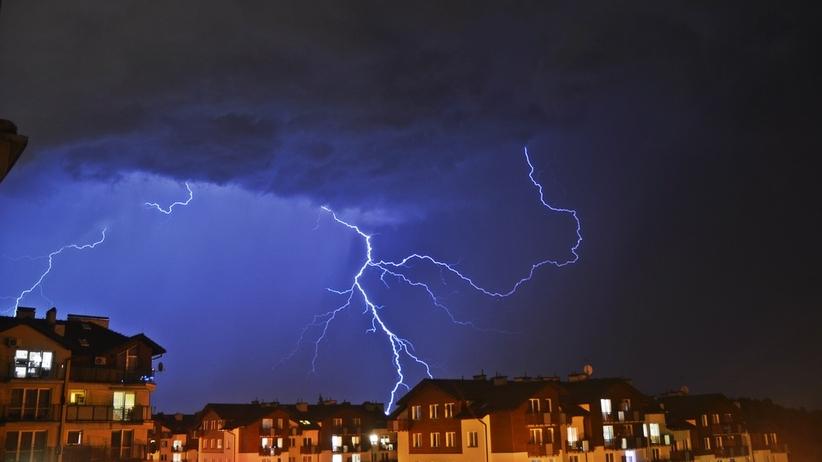 Ponad tysiąc interwencji strażaków, liczne awarie prądu. Bilans burz nad Polską