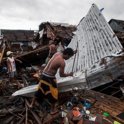 Tajfun Kammuri pustoszy Filipiny. Krajobraz zniszczeń jest dramatyczny