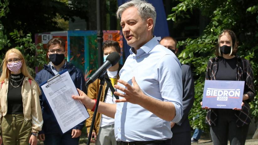 """Znamy hasło wyborcze Biedronia. """"Nie przemawia do ludzi, ale z nimi rozmawia"""""""
