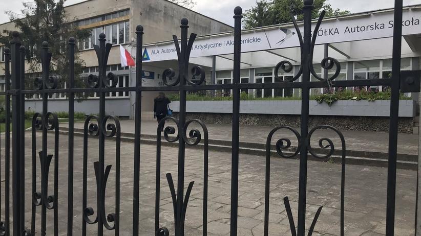 Maturzyści z Wrocławia napiszą maturę z polskiego w czerwcu. Alarm bombowy przerwał egzamin