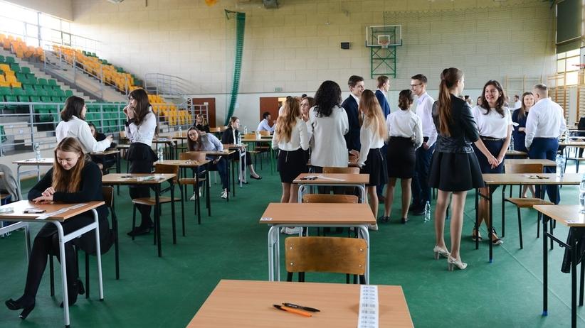 Ponad 100 szkół w Polsce zgłosiło do OKE informację o alarmie bombowym