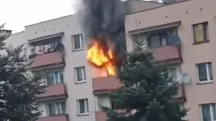 """22-latek obudził się w płonącym mieszkaniu. Uratował go """"Batman z Mysłowic"""""""
