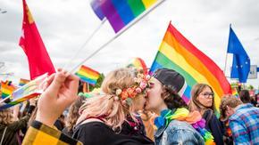 Huk petard i agresja na Marszu Równości. Radykałowie przeszkadzali w paradzie