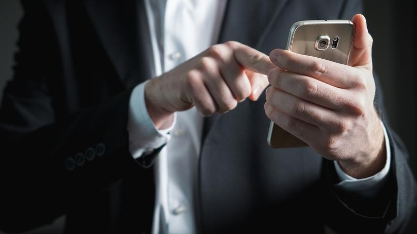 Otrzymał SMS, wysłał 76 groszy dopłaty. Z jego konta zniknęło 30 tysięcy złotych