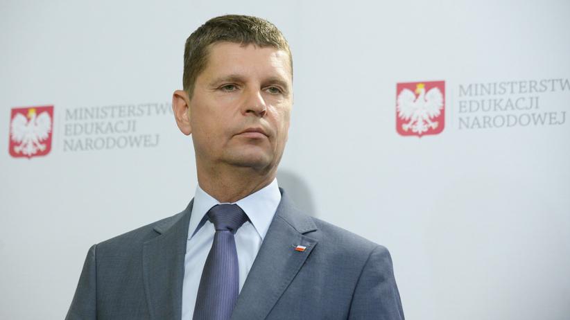 Egzamin ósmoklasisty 2021 przesunięty - informuje szef MEN Dariusz Piontkowski