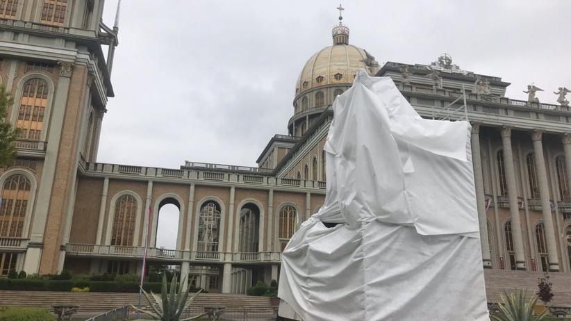 Oświadczenie księży Marianów ws. czynów pedofilskich księdza Makulskiego. Zasłonięto jego pomnik