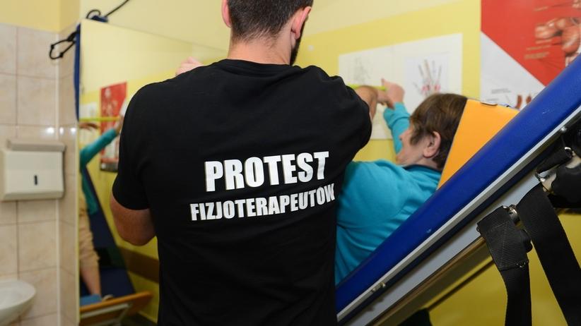 Fizjoterapeuci strajkują w Warszawie. Na oczach ministra prowadzą głodówkę