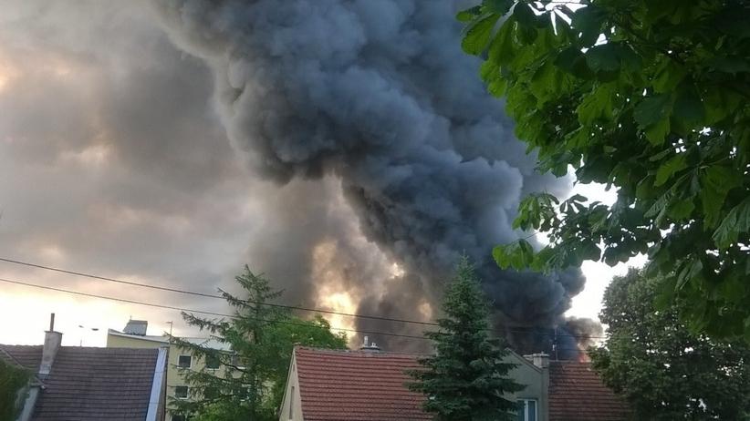 Pożar hali magazynowej w Gdańsku. Na miejscu ok. 100 strażaków