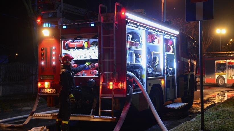 Podpalono windę w bloku. 11 osób trafiło do szpitala, w tym 3 dzieci
