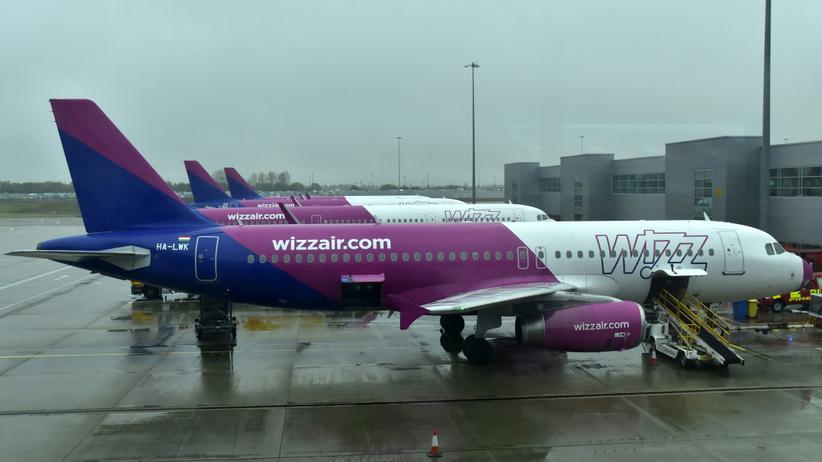 Samolot nie mógł wylądować z powodu wiatru. Skierowano go na lotnisko w stolicy