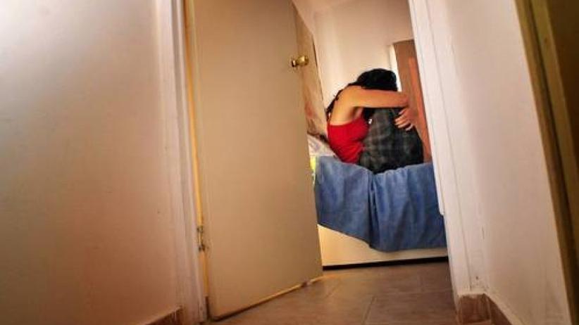 Gdynia. Bił, gwałcił i wypchnął ciężarną żonę z balkonu, na jej głowie rozbił lustro
