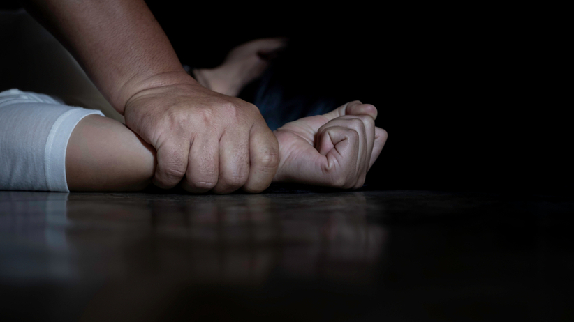 Gwałt, uwięzienie i usiłowanie zabójstwa