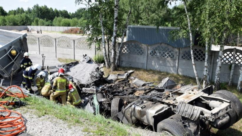 Miejsce czołowego zderzenia pojazdu osobowego oraz ciężarówki na drodze krajowej nr 50 w miejscowości Grębiszew (woj. mazowieckie)