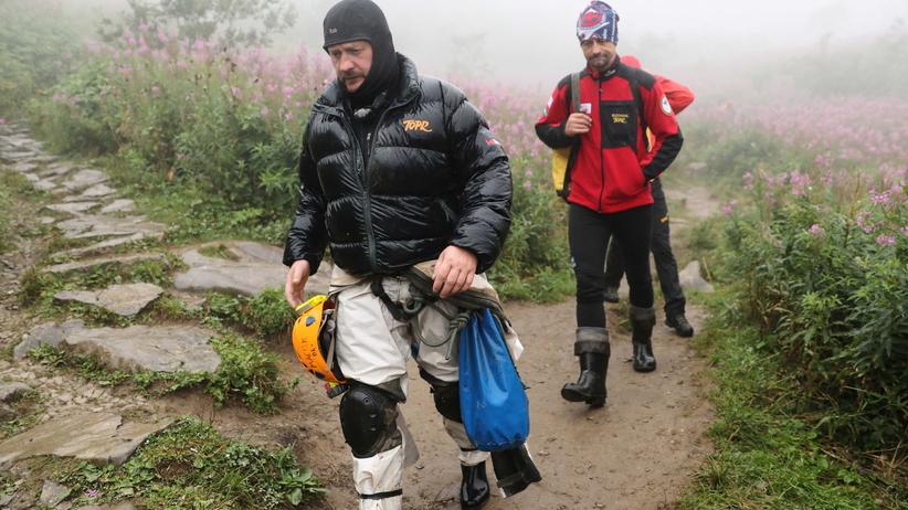 Obryw skalny w Wielkiej Śnieżnej. Ratownicy bezpieczni, zerwane liny poręczowe