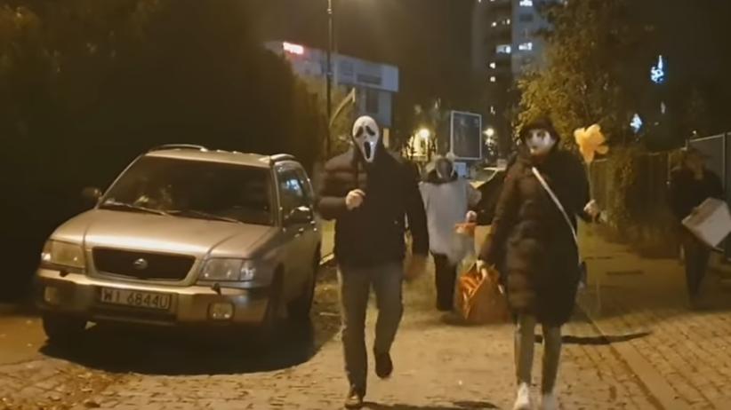 """""""Cukierek albo psikus"""" pod domem Kaczyńskiego. Pojawiła się policja, jest wideo"""