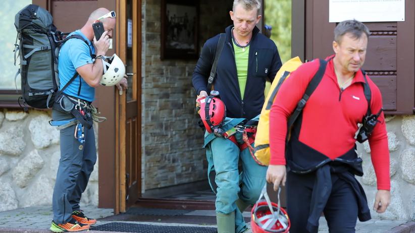 Grotołazi uwięzieni 500 metrów od wejścia. Kolejny etap akcji ratunkowej