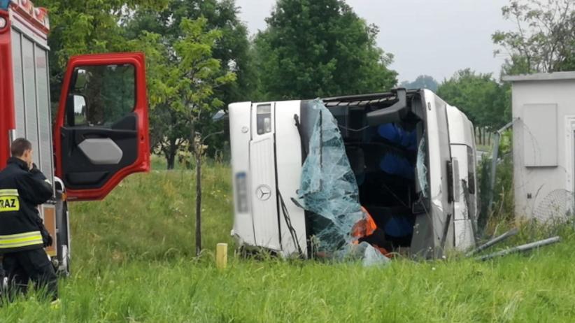 wypadek autobusu z dziećmi pod Opolem