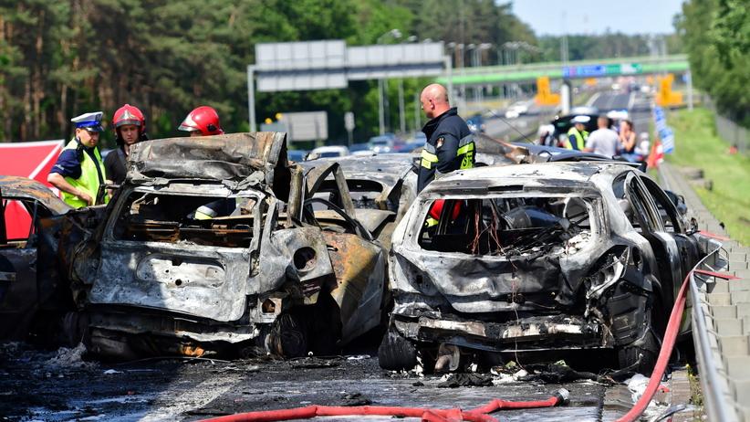 Tragedia na A6 w Szczecinie. Zginęło 6 osób, a 11 jest rannych