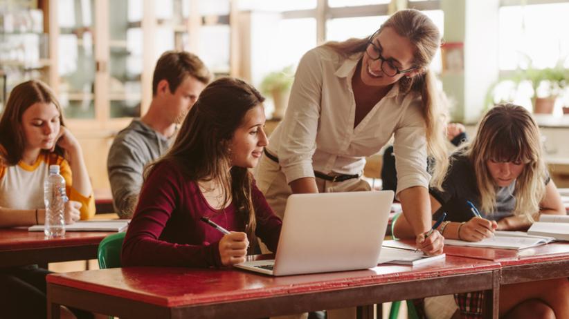 Karta nauczyciela 2019 - zarobki i zmiany dotyczące podwyżek dla nauczycieli