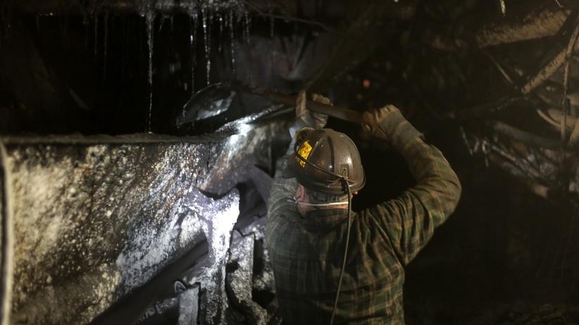 Tragiczny wypadek w kopalni. Podczas załadunku materiałów zginął górnik