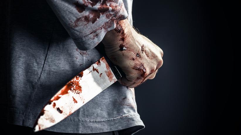 Rodzinna tragedia w Kętach. Pijany 53-latek zaatakował żonę nożem. Jej stan jest ciężki