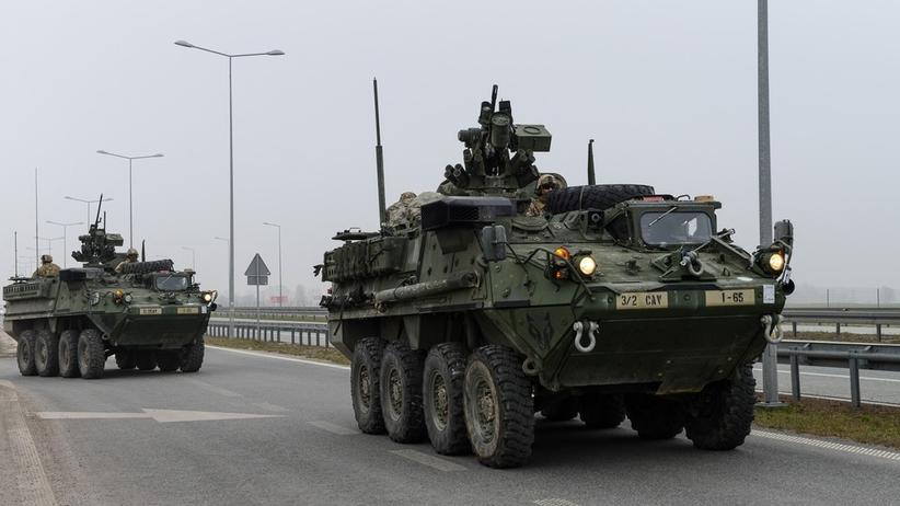 Kolumny wojskowe na polskich drogach. Żołnierze apelują do kierowców