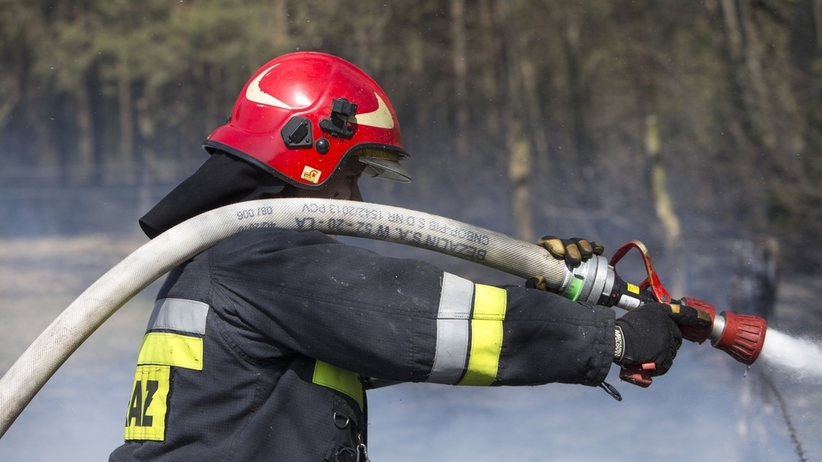 Ogromny pożar składowiska paliw. Kilkanaście zastępów walczy z ogniem