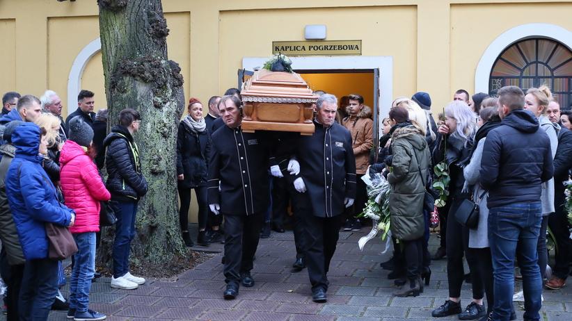 Konin. Tłumy na pogrzebie 21-letniego Adama. Wzruszający gest ojca Ewy Tylman