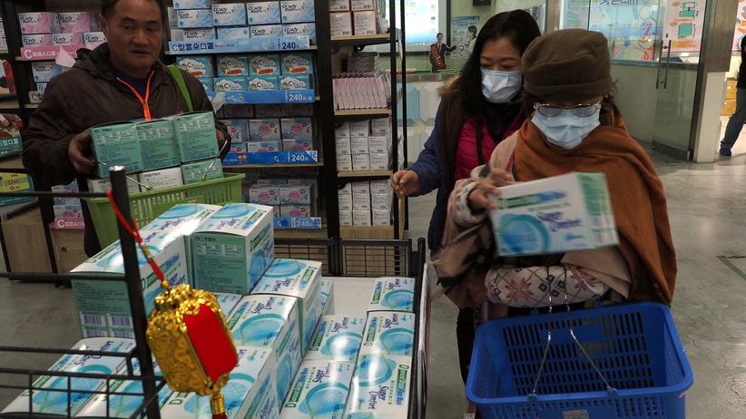 Polacy boją się zamawiać paczki z Chin przez koronawirusa. Są podstawy do obaw?