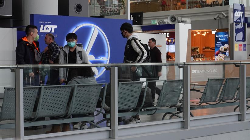 W Warszawie lądowały samoloty z pasażerami, ewakuowanymi z Chin