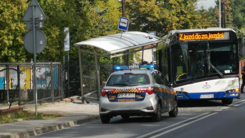 Kraków. Autobus wjechał w przystanek