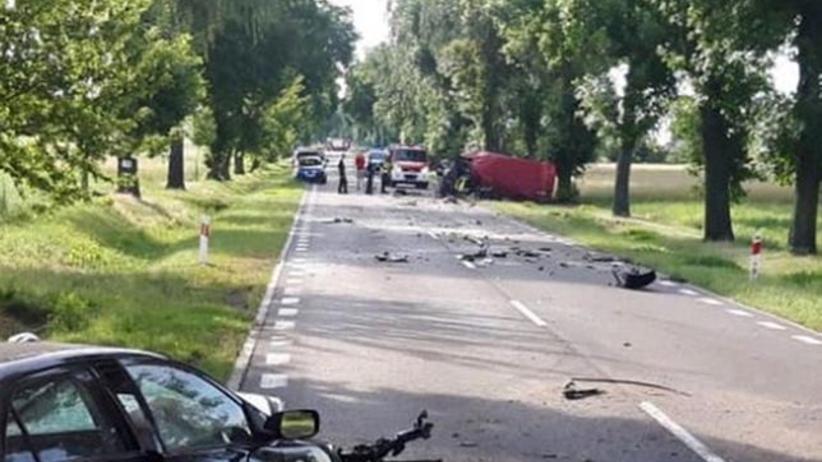 Czołowe zderzenie samochodów. Zginęły dwie osoby