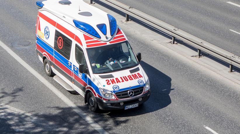 Niespełna 2-letnie dziecko zginęło pod kołami samochodu. Na miejscu policji