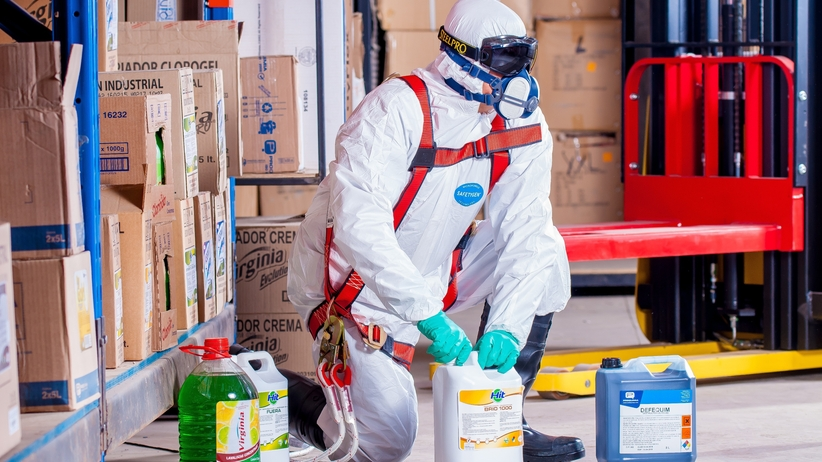 Nielegalnie składował chemikalia? Grozi mu więzienie