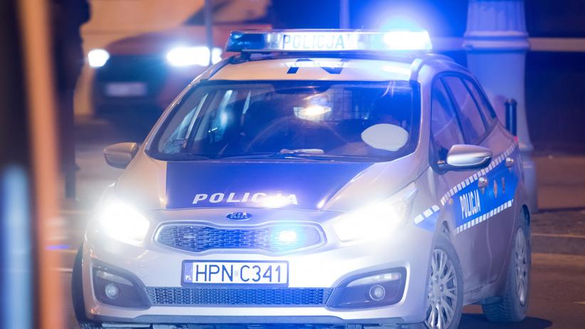 Pijany ojciec wiózł dzieci i zasnął za kierownicą. Jego 2-letni syn zareagował