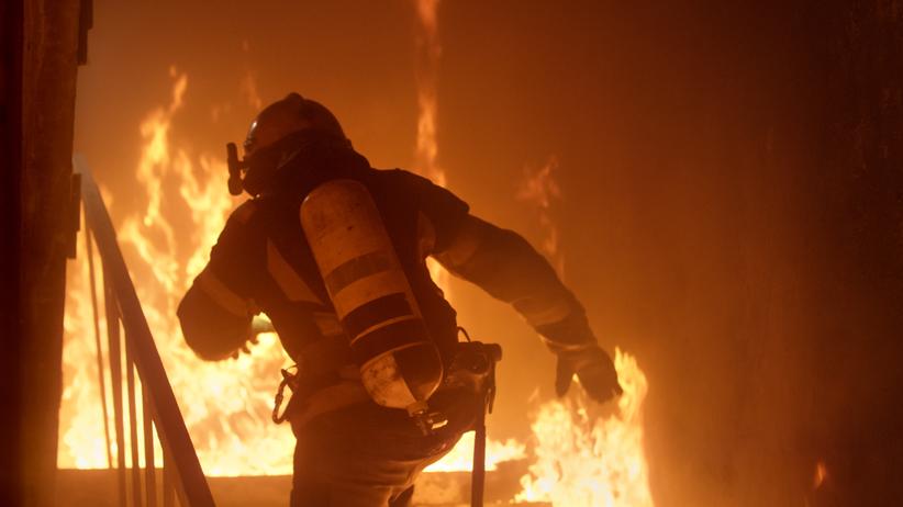 Pożar mieszkania w Łodzi. Dzieci trafiły do szpitala
